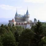 Το κάστρο Bojnice - Πάμε μια δικτυακή βόλτα στην κεντρική Σλοβακία για να βρούμε και να θαυμάσουμε το παραμυθένιο μεσαιωνικό κάστρο Bojnice.