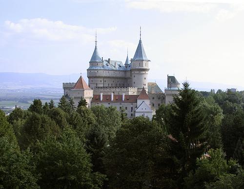 Το κάστρο Peles - Σήμερα θα πάμε μια μικρή δικτυακή βόλτα στην περιοχή Sinaia της Ρουμανίας για να δούμε το παραμυθένιο Peles Castle στα Καρπάθια όρη.