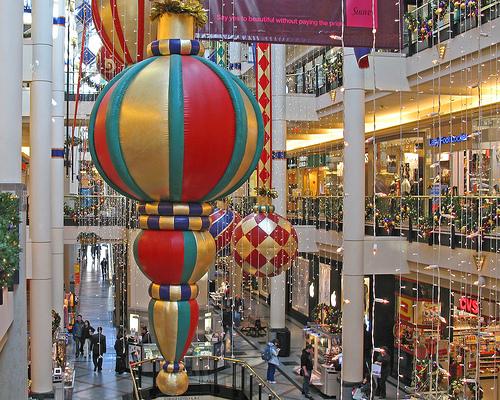 Χριστουγεννιάτικη ατμόσφαιρα από τον Οκτώβρη - Έφτασε πάλι εκείνη η εποχή του χρόνου που βλέπεις δειλά δειλά να εμφανίζονται οι πρώτες χριστουγεννιάτικες διακοσμήσεις στα καταστήματα.