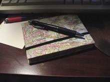 Ταξιδιωτικά ημερολόγια - Σκεφτόμουν τώρα, πόσο σημαντικό είναι να καταγράφουμε χωροχρονικά τα ταξίδια μας και πόσο ευκολότερο έχει γίνει πια με την ύπαρξη διαφόρων ηλεκτρονικών μέσων που μας διευκολύνουν με πάρα πολλούς τρόπους. Κι αυτά τα ταξίδια, τα μοιραζόμαστε με άλλους.