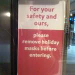 Θα έμπαινες σε τράπεζα με αποκριάτικη μάσκα; - Προσπαθώ να σκεφτώ πόσοι νοήμονες άνθρωποι θα μπορούσαν να μπουν σε μια τράπεζα που φρουρείται, για να πραγματοποιήσουν μια συναλλαγή φορώντας αποκριάτικη μάσκα.