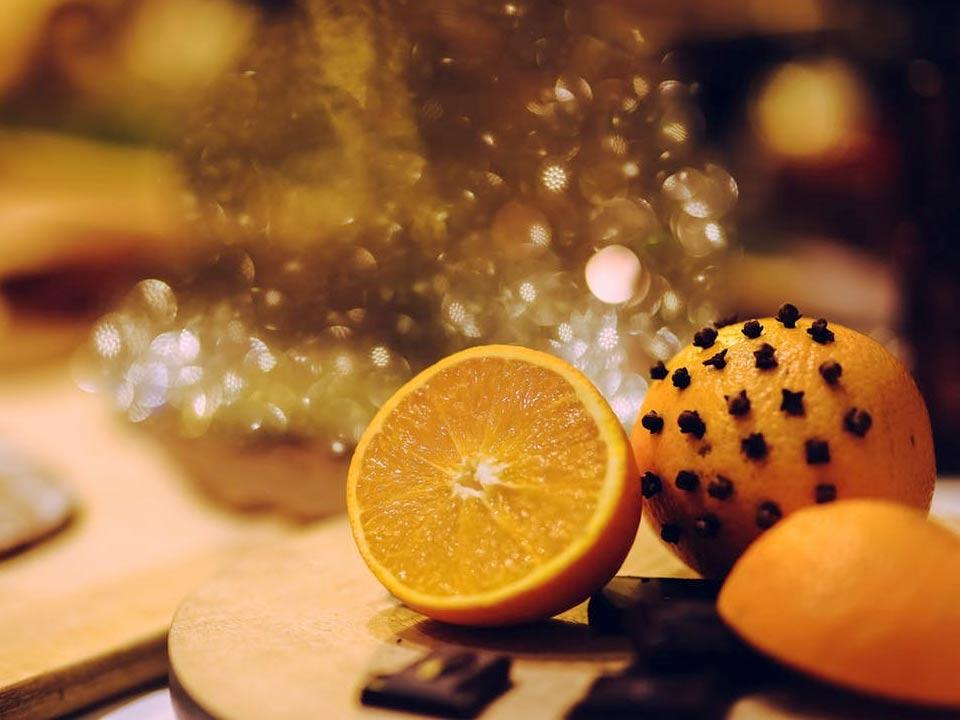 Μύρισε Χριστούγεννα με πορτοκάλια και γαρύφαλλα