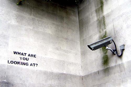 Η απάντηση του Bansky στις κάμερες των δρόμων - Άλλη μια εκπληκτική δουλειά με stensil του Bansky στους δρόμους του Λονδίνου που είχε ως στόχο της αυτή τη φορά τις κάμερες ασφαλείας.