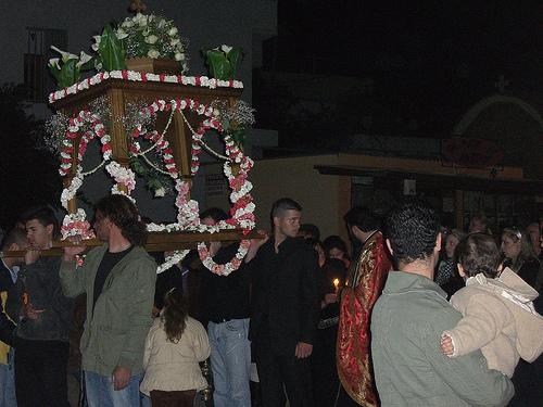 Πάσχα: Μεγάλη Παρασκευή - Τη Μεγάλη Παρασκευή κυριαρχεί η Αποκαθήλωση του Εσταυρωμένου και η περιφορά του Επιταφίου στις εκκλησίες της χώρας μας.