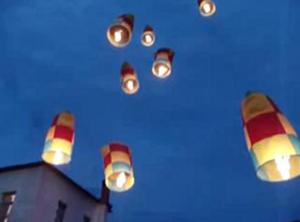 Πάσχα: Τα αερόστατα στο Λεωνίδιο - Αν αποφασίσετε να γιορτάσετε το Πάσχα σας στο Λεωνίδιο της Αρκαδίας σίγουρα θα εντυπωσιαστείτε από τα έθιμα της περιοχής και κυρίως από το πέταγμα των αερόστατων.