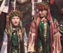 Κάλαντα από την Ουκρανία - Πανέμορφες φωνούλες από την Ουκρανία μας τραγουδάνε τα μελωδικά τους χριστουγεννιάτικα κάλαντα και μας χαρίζουν ένα χαμόγελο ακόμα στις γιορτινές αυτές ημέρες.
