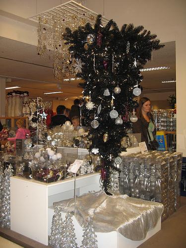 Ο θρύλος του ανάποδου χριστουγεννιάτικου δέντρου - Θεωρούμε τα ανάποδα χριστουγεννιάτικα δέντρα νεωτερισμό, είναι όμως πράγματι έτσι;