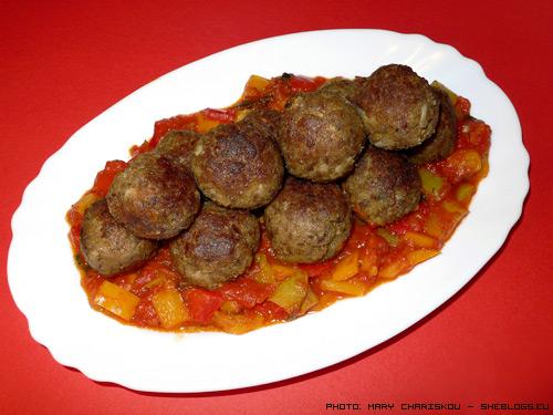 Κεφτεδάκια μπουκίτσες σε σάλτσα με πιπεριές - Κεφτεδάκια μπουκίτσες που μπορείτε να ετοιμάσετε σαν γεύμα αλλά και ως μεζεδάκια για τους καλεσμένους σας