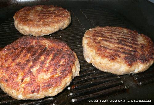 Μπιφτέκια - Μια απλή, εύκολη και γρήγορη συνταγή για μπιφτέκια