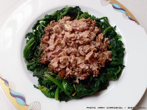 Τονοσαλάτα με σπανάκι - Ελαφρύ και υγιεινό φαγητό με λίγες θερμίδες που συνδυάζει το ψάρι με τη σαλάτα
