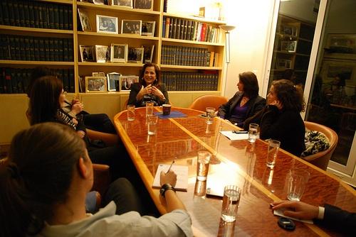 Η κα Ντόρα Μπακογιάννη συναντά γυναίκες του διαδικτύου - Η διαδικτυακή ομάδα της κας Ντόρας Μπακογιάννη, διοργάνωσε μία συνάντηση με γυναίκες που ασχολούνται επαγγελματικά και καθημερινά με το διαδίκτυο.
