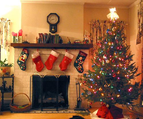 Πότε θα στολίσετε το χριστουγεννιάτικο δέντρο σας; - Με όλα αυτά τα χριστουγεννιάτικα καλούδια που βλέπουμε στα μαγαζιά μπαίνουμε όλο και νωρίτερα στον πειρασμό να στολίσουμε το χριστουγεννιάτικο δέντρο μας.