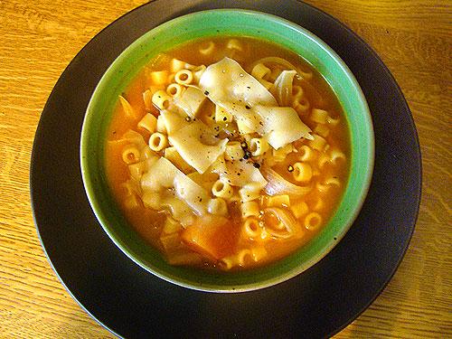 Πικάντικη σούπα μινεστρόνε με λαχανικά - Χειμωνιάτικη σούπα για τους λάτρεις του καυτερού