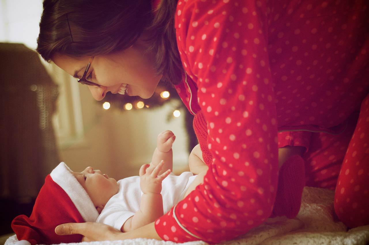 Μισό λεπτό να γεννήσω κι έρχομαι να στρώσω το χριστουγεννιάτικο τραπέζι - Μια πραγματικά παράξενη χριστουγεννιάτικη ιστορία από μια απίστευτη σύγχρονη γυναίκα