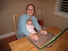 Μητέρες και εργασία από το σπίτι - Ποιες όμως ακριβώς είναι οι WAHM; Τι δουλειά κάνουν και ποιες δυσκολίες αντιμετωπίζουν;