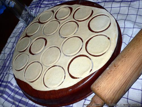 Πελμένι, τα τορτελίνια της Σιβηρίας - Τα Πελμενί κατάγονται κατά βάση από την παγωμένη Σιβηρία όπου οι γυναίκες τα έφτιαχναν με τα τσουβάλια και τα αποθήκευαν στην αυλή.