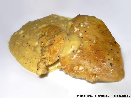 Κοτόπουλο με σάλτσα φέτας - Μια σχετικά γρήγορη και απλή συνταγή με κοτόπουλο που συνοδεύεται από μια νοστιμότατη σάλτσα με φέτα