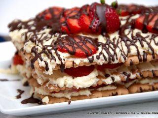 Εύκολη τούρτα φράουλας