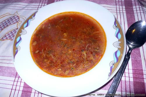 Ντοματόσουπα με μανιτάρια - Καλοκαιράκι έρχεται και την έχετε πέσει όλοι στις δίαιτες οπότε ας δούμε τη συνταγή μιας ελαφριάς ντοματόσουπας.