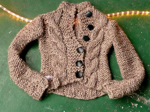 Φτιάξε ζακέτα από ένα παλιό ή κοντό πουλόβερ - Αν έχεις κάποια πουλόβερ που δεν φοράς πια γιατί είναι κοντά ή με ξεχειλωμένο λάστιχο, μπορείς με λίγο ράψιμο να τα μετατρέψεις σε πανέμορφα ζακετάκια