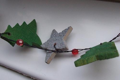 Χριστουγεννιάτικες χειροποίητες γιρλάντες! - Για μία χρονιά ας μην γεμίσουμε με το δέντρο με τις κλασσικές χρυσές και ασημί γιρλάντες του εμπορίου. Υπάρχουν και οι χειροποίητες Χριστουγεννιάτικες γιρλάντες!