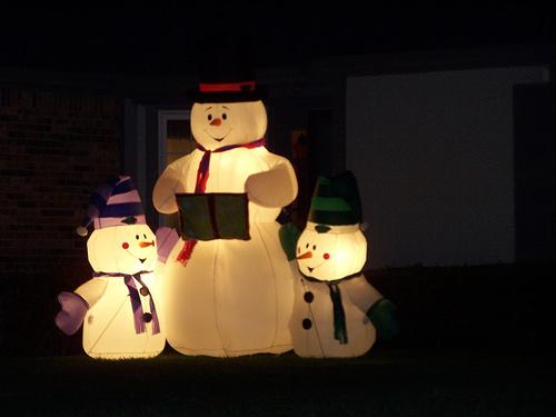 Ιδέες για να στολίσεις το μπαλκόνι τα Χριστούγεννα - Τα φετινά Χριστούγεννα στόλισε το μπαλκόνι σου αλλιώς. Μην το κάνεις να μοιάζει με του Φλωρινιώτη.