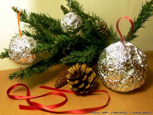 Φτιάξτε χριστουγεννιάτικα στολίδια με αλουμινόχαρτο! - Πιο οικολογικά χειροποίητα χριστουγεννιάτικα στολίδια από αυτά δεν έχει! Δε χρησιμοποιούμε ούτε κόλλες ούτε χρώματα, ούτε τίποτα