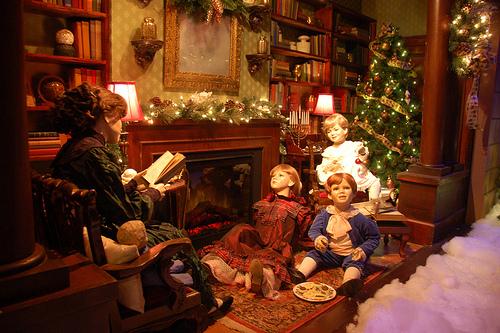 Χριστουγεννιάτικες βιτρίνες βγαλμένες από παραμύθι - Αγαπάμε τις χριστουγεννιάτικες βιτρίνες με φαντασία οπότε μη μας αφήσετε να δούμε απλά ενα ξερό χριστουγεννιάτικο δέντρο ανάμεσα σε προιόντα.