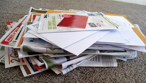 Εφτά τρόποι να χρησιμοποιήσετε τα μεγάλα διαφημιστικά φυλλάδια - Νομίζετε ότι είναι άχρηστα και γεμίζουν αδίκως το κατώφλι του σπιτιού σας; Σκεφτείτε το καλύτερα, είναι χρησιμότατα