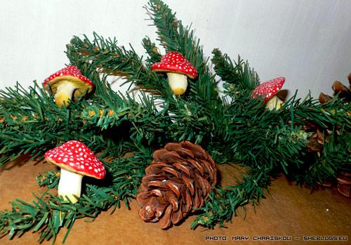Φτιαχνουμε μανιτάρια αλατοζύμης για το Χριστουγεννιάτικο δέντρο - Χειροποίητα χριστουγεννιάτικα στολίδια για να τα στερεώσουμε στις άκρες των κλαδιών του χριστουγεννιάτικου δέντρου