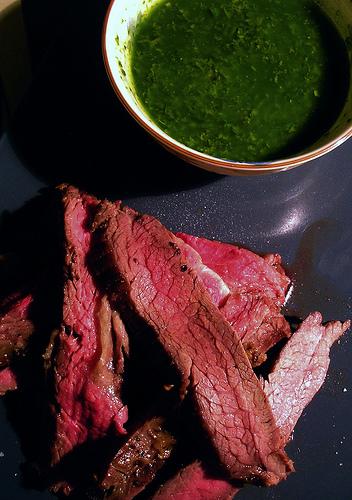 Κρέας ελαφρώς ή μέτρια ψημένο;  Όχι ευχαριστώ - Δε ξέρω τι λένε οι σεφ ανά τον κόσμο αλλα εμένα μια αναγούλα με το άψητο κρέας με πιάνει. Ποτέ δε μπόρεσα να καταλάβω πως γίνεται να τρώνε το κρέας με το αίμα του! βρε παιδί μου τι το μαγειρεύεις τότε; βάλτο στο πιάτο σου ωμό όπως είναι από το χασάπη.