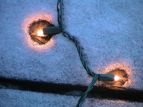 Χριστουγεννιάτικα λαμπιόνια παντού! - Πόσοι τρόποι υπάρχουν να στολίσεις τα λαμπιόνια σου τα Χριστούγεννα αλλά και μετά; Πάρε μερικές ιδέες και μοιράσου τις δικές σου!