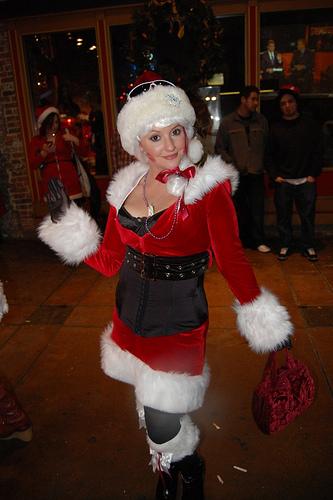 Τι να φορέσεις τις γιορτές από τη Μαργαρίτα Γουργουρίνη! - Ρωτήσαμε τους ειδικούς. Η Μαργαρίτα Γουργουρίνη, μας συμβουλεύει για τα do's & dont's της εμφάνισής μας, φέτος τα Χριστούγεννα!