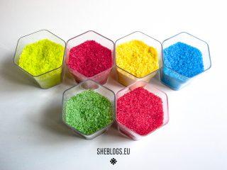 Φτιάχνουμε χρωματιστή ζάχαρη για διακόσμηση γλυκών