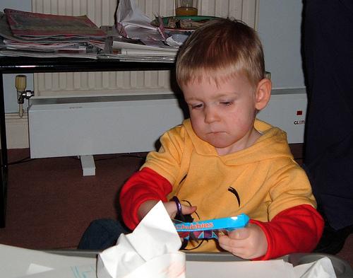 Το παιδί και το ψαλίδι - Ποια νομίζετε πως είναι η κατάλληλη ηλικία για να αρχίσει να μαθαίνει ένα παιδί να χρησιμοποιεί ψαλίδι; Είναι ευθύνη του γονιού ή του δασκάλου;