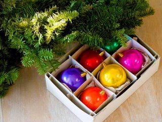 Μαζεύουμε τα χριστουγεννιάτικα δεντράκια μας… σνιφ…