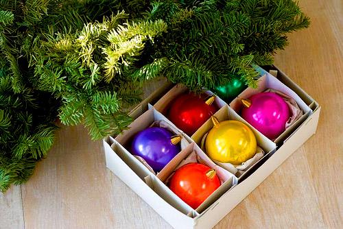 Μαζεύουμε τα χριστουγεννιάτικα δεντράκια μας... σνιφ... - Μια απόφαση είναι. Όχι και τόσο εύκολη. Αλλά πρέπει να την πάρουμε και να αρχίσουμε να τα μαζεύουμε... Ας το κάνουμε όλοι μαζί λοιπόν...