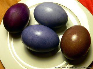 Βάψε Πασχαλινά Αυγά με Μύρτιλα