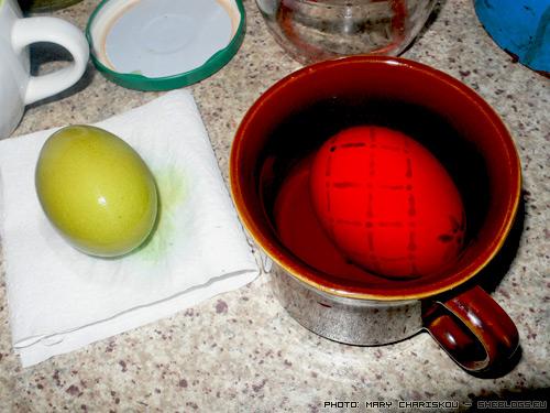 Πασχαλινά αυγά - δοκιμάζοντας την Ουκρανική τεχνική - Πασχαλιάτικοι αυτοσχεδιασμοί για να μάθουμε την υπέροχη ουκρανική  τεχνική ζωγραφικής ΄πασχαλιάτικων αυγών των Ουκρανών