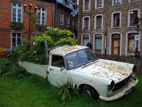 Το οξύμωρο της οικονομικής/οικολογικής οδήγησης  - Μη γελιέσαι ότι το αυτοκίνητο είναι οικονομικό ή οικολογικό εδώ που φτάσαμε την τσέπη και τον πλανήτη μας, απλά συγκεντρώσαμε μερικές συμβουλές σε περίπτωση που δεν το 'χεις πάρει ακόμη απόφαση να αποχωριστείς το αυτοκίνητό σου.