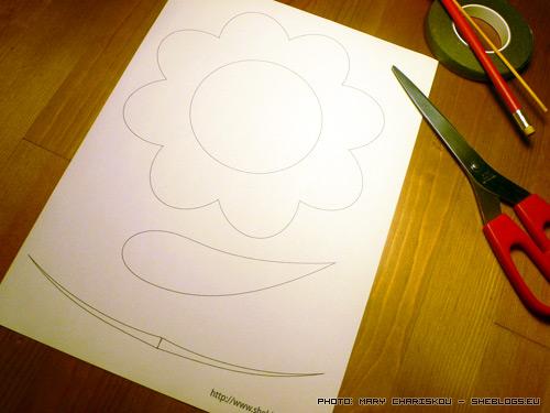 Φτιάξε Προσκλητήριο Βάφτισης - Λουλούδι - Αν πιάνουν τα χέρια σας και έχετε το χρόνο και τη διάθεση φτιάξτε μόνοι σας προσκλητήρια βάφτισης σε σχήμα λουλουδιου