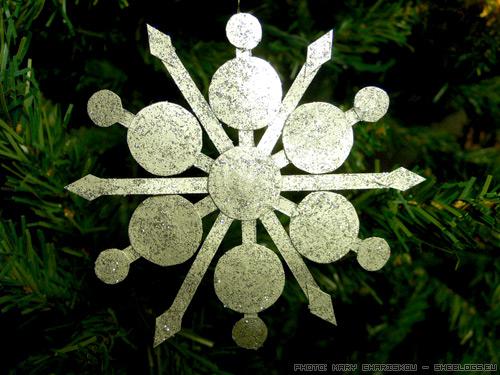 handmade snowflake Χιονονιφάδες με χαρτί και χρυσόσκονες