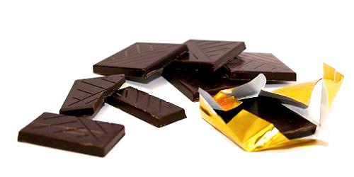 Σοκολάτα – Η τροφή των θεών - Το μόνο που θυμάμαι είναι πόσο προσεκτικά άγγιζαν τα δάχτυλα του τη συσκευασία της, όπως ξετύλιγε το αλουμινόχαρτο που την προστάτευε, για να μου δώσει να μυρίσω το άρωμα της, άρωμα σοκολάτας και έρωτα μαζί…
