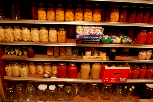 food pantry Γλύτωσε χρήματα με τη δημιουργία αποθήκης τροφίμων