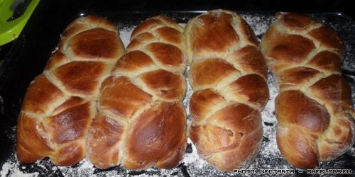Πασχαλινά τσουρέκια της Νεκταρίας - Το Πάσχα πλησιάζει πλέον, έφτασε η ώρα για τσουρεκοσυνταγές! Δείτε πως φτιάχνω τα πασχαλινά τσουρέκια μου.