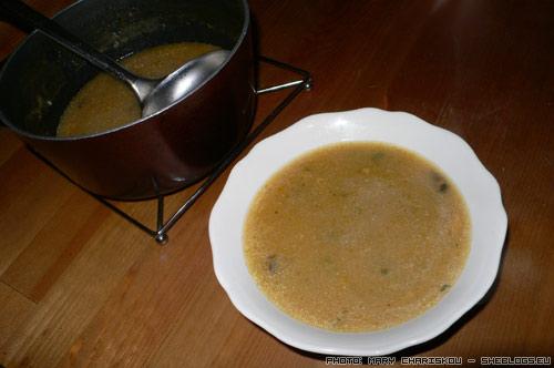 Φτηνά βραδινά: σούπα με ζωμό βοδινού και τραχανά - Της φτήνιας. Δώσε και μένα μπάρμπα. Μη με ρωτήσεις μόνο με τι μπορούμε να αντικαταστήσουμε τον κύβο για να γίνει πιο υγιεινό γιατί θα σε δαγκώσω και θα πονέσεις