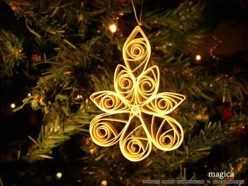 Χριστουγεννιάτικα στολίδια με την τεχνική quilling - Ας δούμε πόσο όμορφα και φτηνά χριστουγεννιάτικα στολίδια μπορούμε να φτιαξουμε με την τεχνική που ονομάζεται quilling