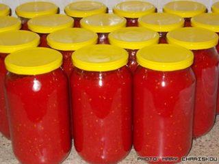 Σπιτικές σάλτσες ντομάτας σε βάζα
