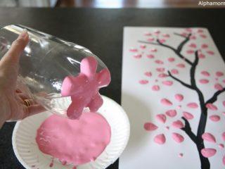 Ζωγραφίστε λουλούδια με… πλαστικά μπουκάλια