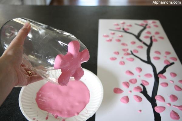 Ζωγραφίστε λουλούδια με... πλαστικά μπουκάλια - Δε μπορείς να αντισταθείς σε μια τόσο εκπληκτικά απλή και όμορφη ιδέα! Πιάσε τα χρώματα σου και ξεκίνα λοιπόν!